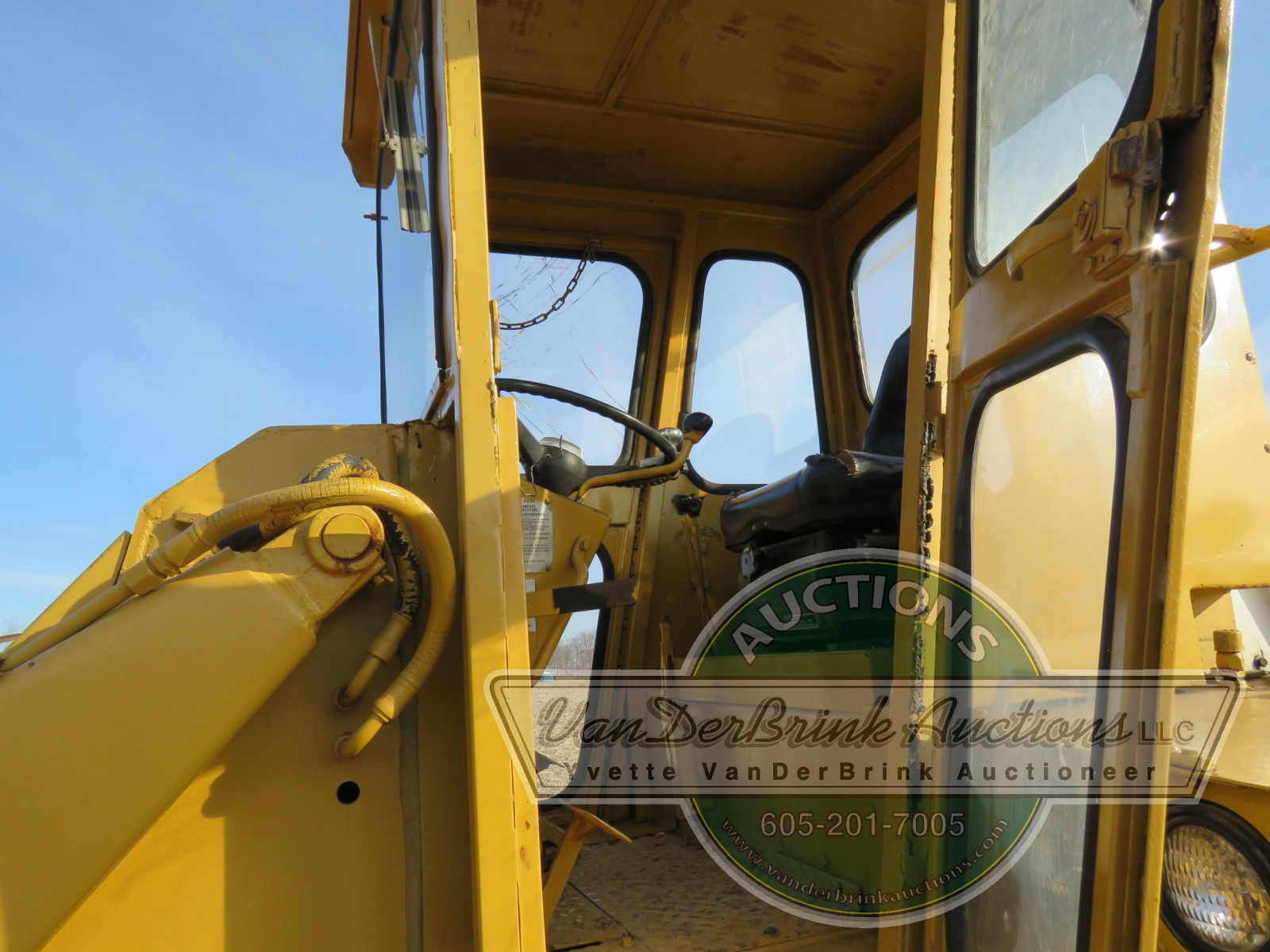 International 3850 Payloader - Image 13