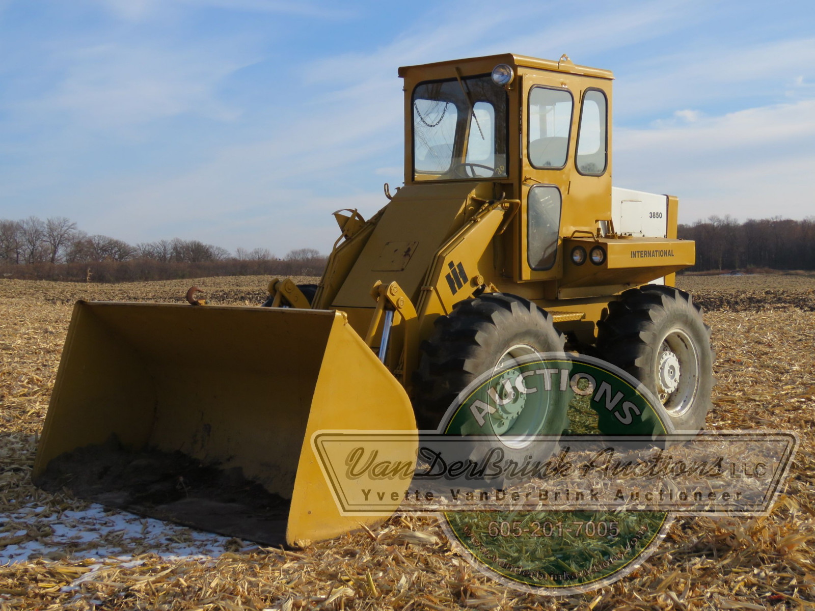 International 3850 Payloader - Image 18