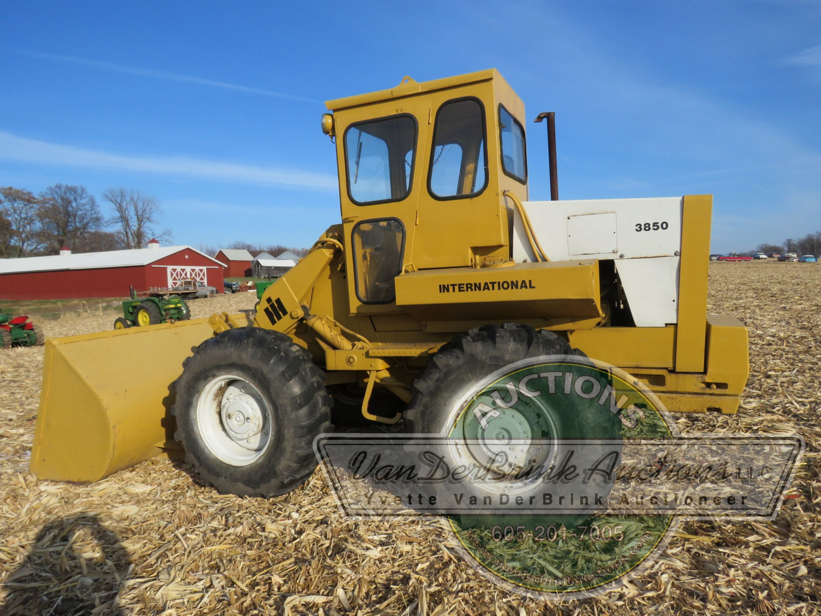 International 3850 Payloader - Image 3
