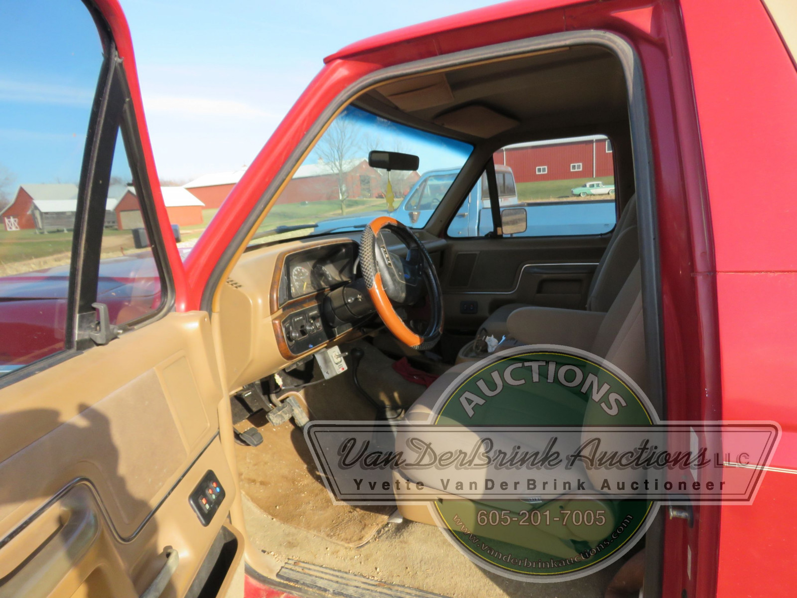 1989 Ford Bronco with Snowplow - Image 10