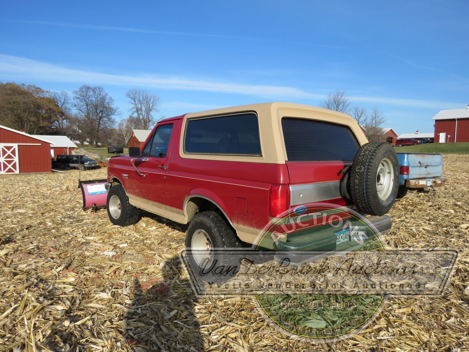 1989 Ford Bronco with Snowplow - Image 8