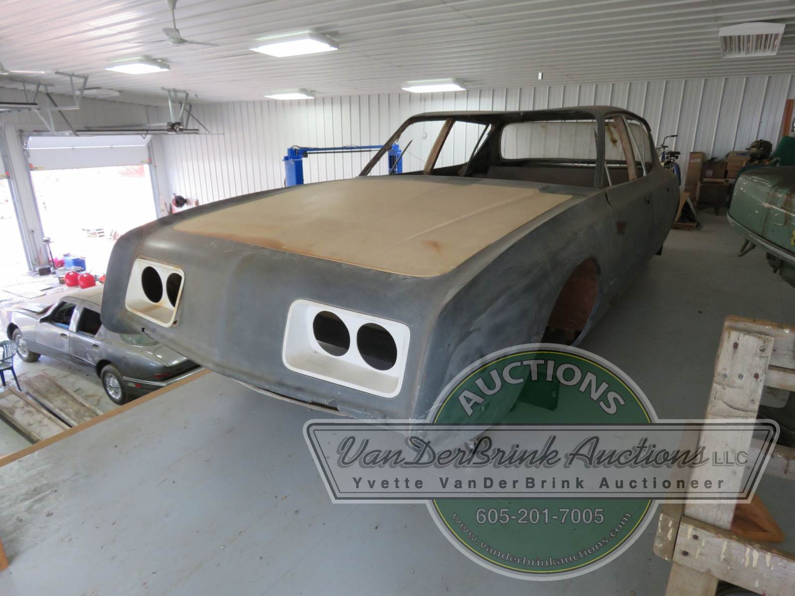 Rare Studebaker Avanti Prototype 4dr Engineering Body - Image 2