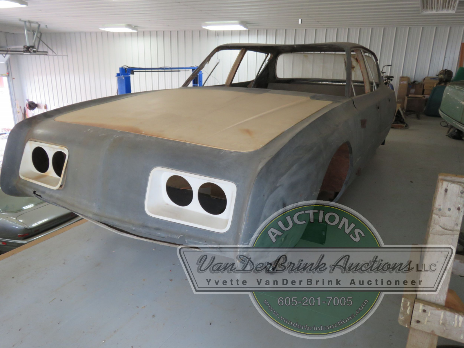 Rare Studebaker Avanti Prototype 4dr Engineering Body - Image 4
