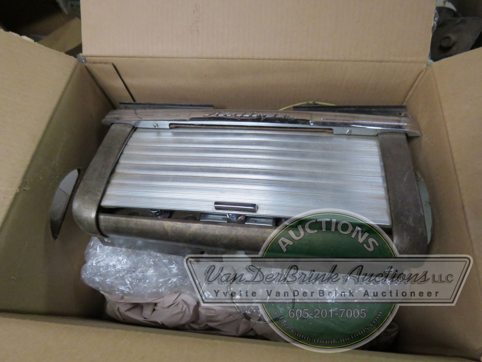 RARE NASH GLOVE BOX WITH HIDEAWAY RADIO - Image 1
