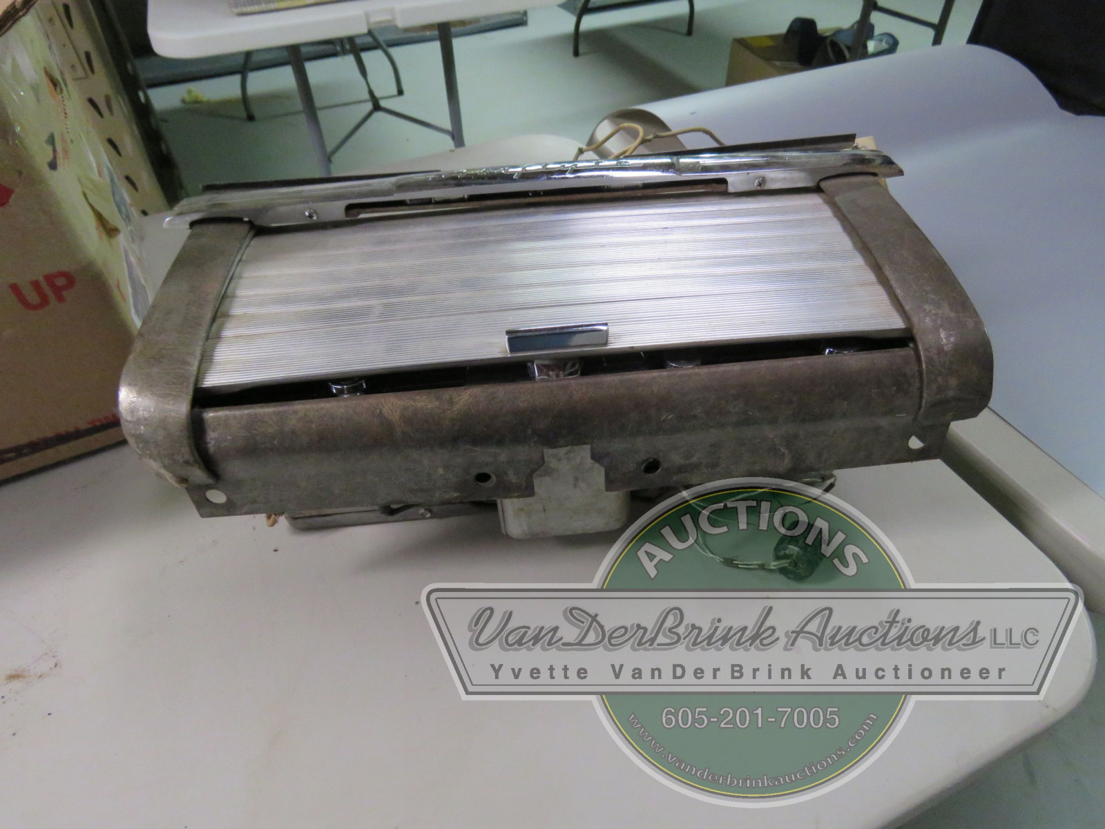 RARE NASH GLOVE BOX WITH HIDEAWAY RADIO - Image 2