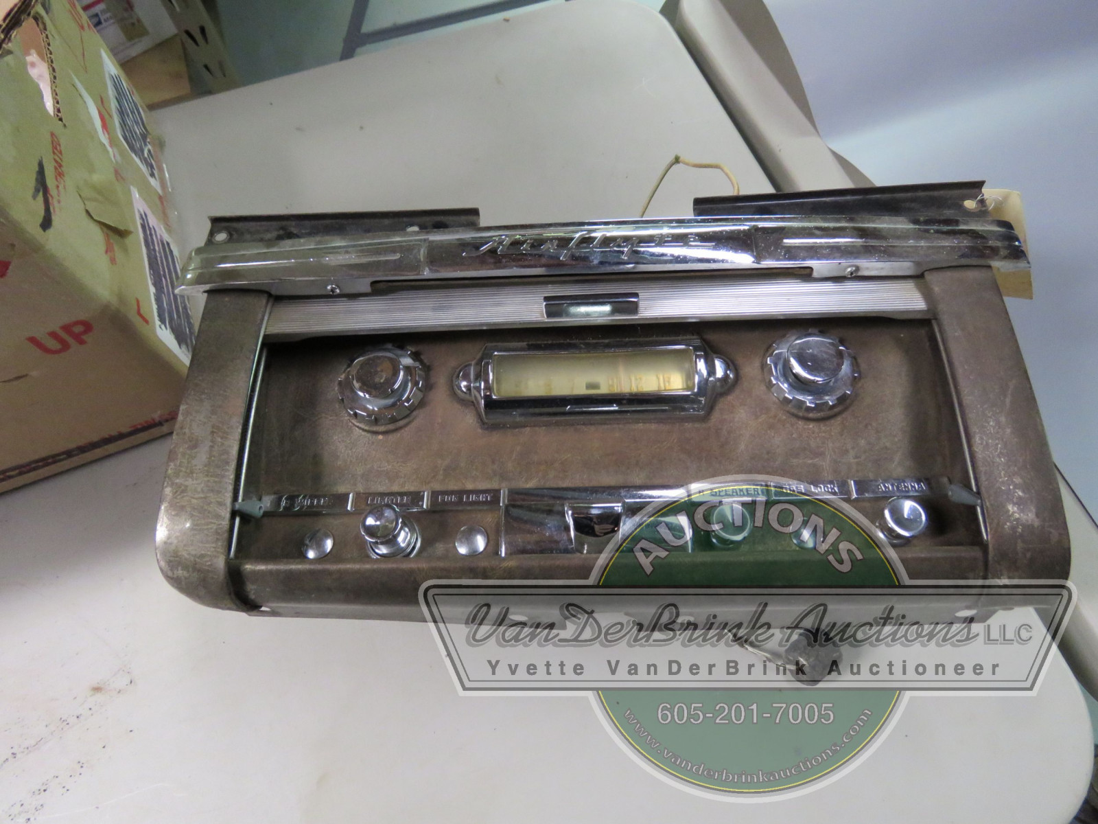 RARE NASH GLOVE BOX WITH HIDEAWAY RADIO - Image 3