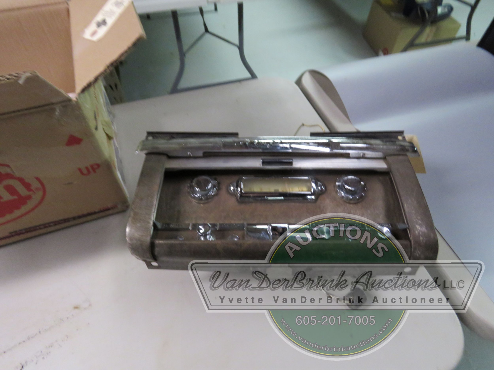 RARE NASH GLOVE BOX WITH HIDEAWAY RADIO - Image 4