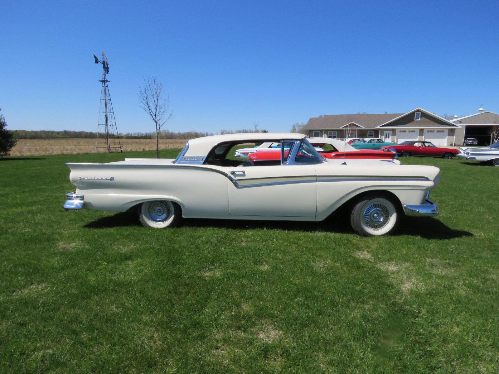 1957 Ford Fairlane 500 Skyliner Retractable Hardtop - Image 4