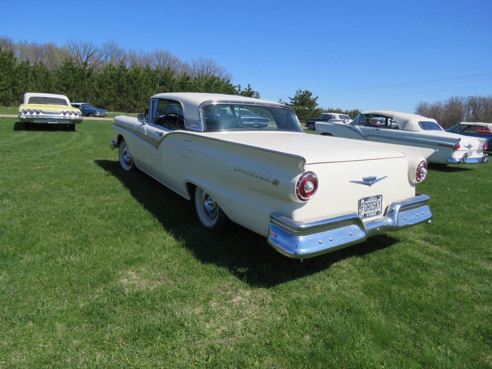 1957 Ford Fairlane 500 Skyliner Retractable Hardtop - Image 8