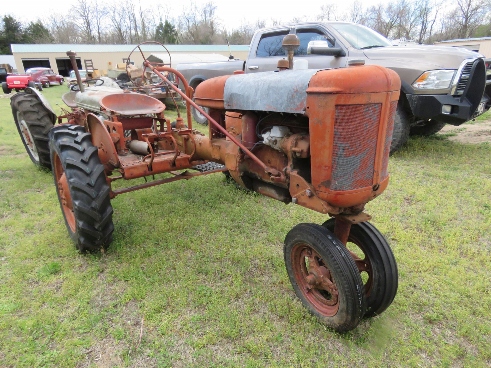 FARMALL B TRACTOR FOR RESTORE - Image 1