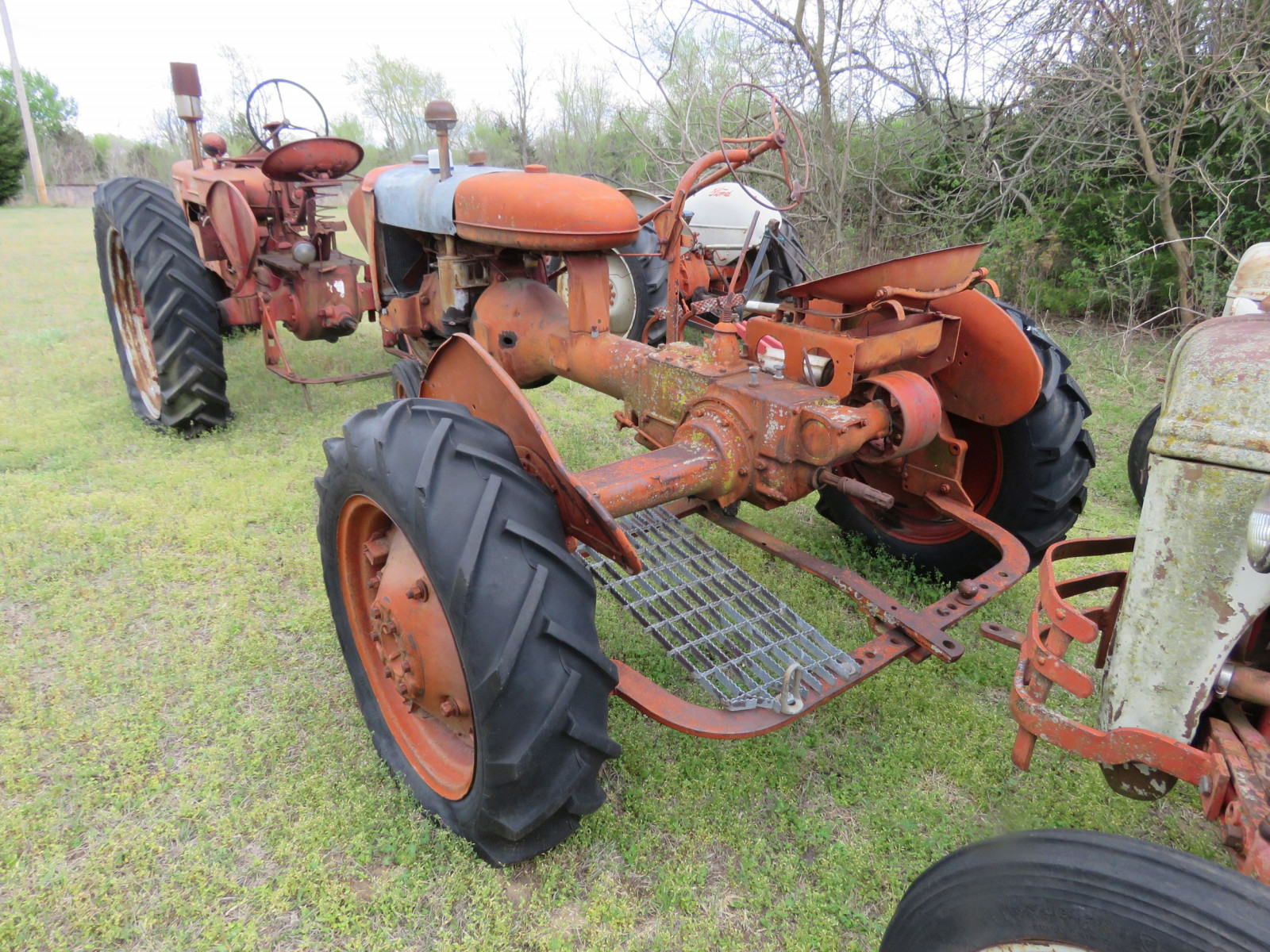 FARMALL B TRACTOR FOR RESTORE - Image 3