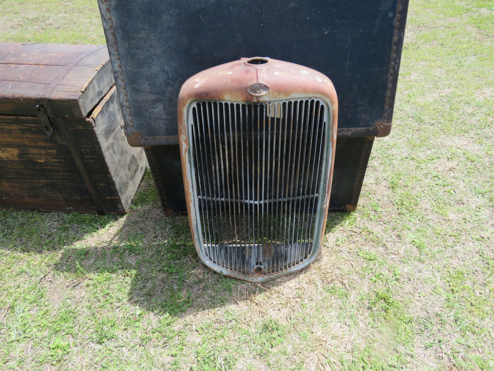 1932 FORD ORIGINAL GRILL - Image 1