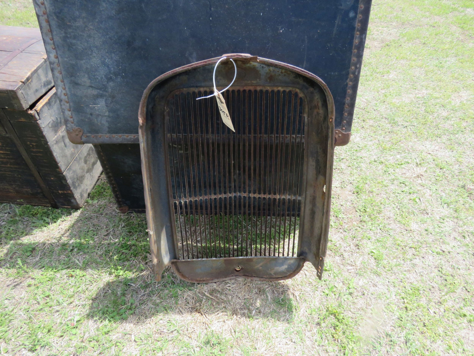 1932 FORD ORIGINAL GRILL - Image 3