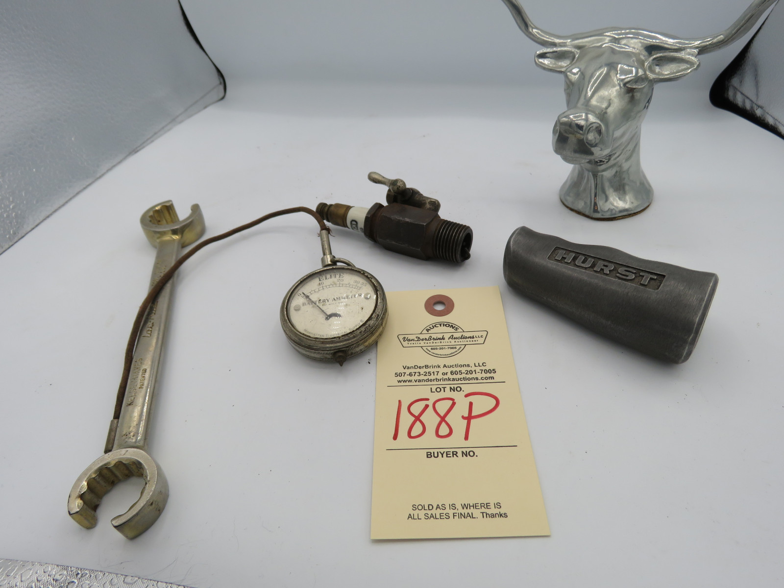VINTAGE PARTS AND WRENCH GROUP - Image 1