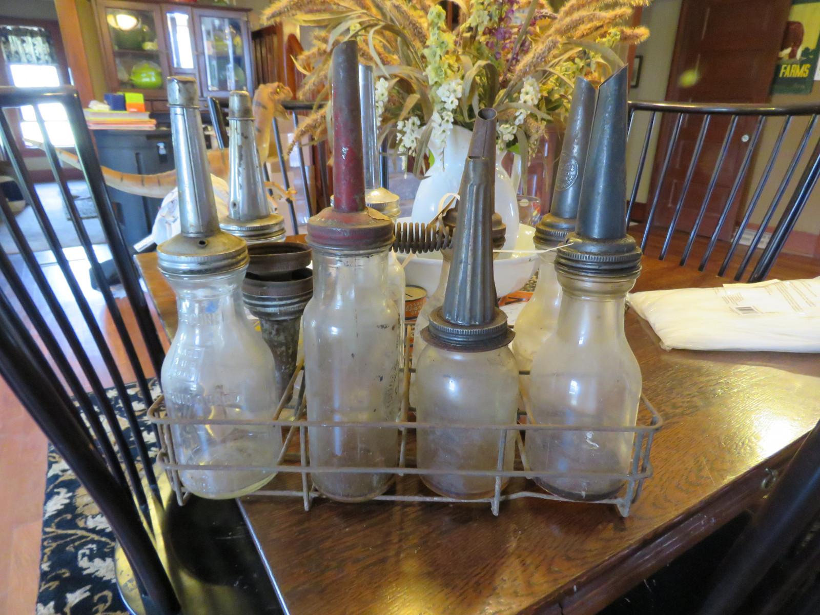 VINTAGE OIL RACK WITH ASSORTED 8 GLASS OIL BOTTLES - Image 4