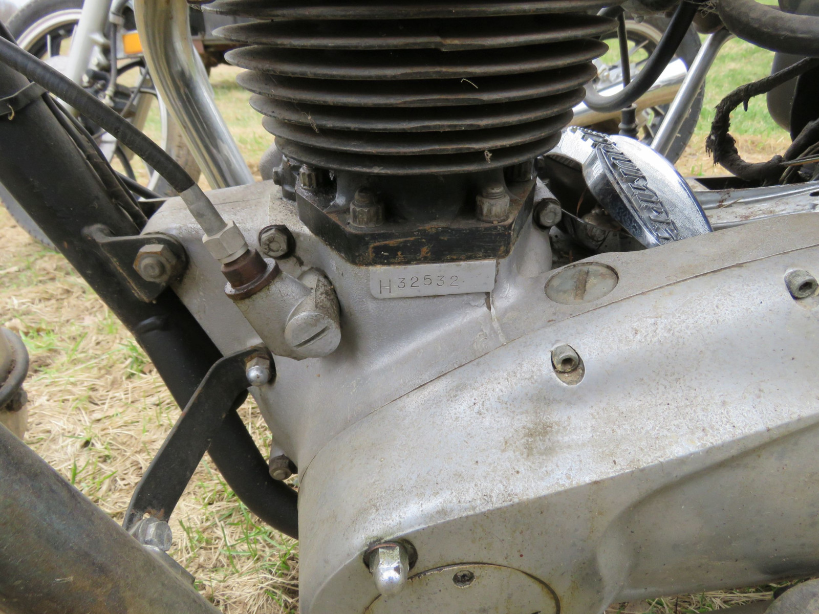 Triumph T12 Motorcycle for Project or Parts - Image 3