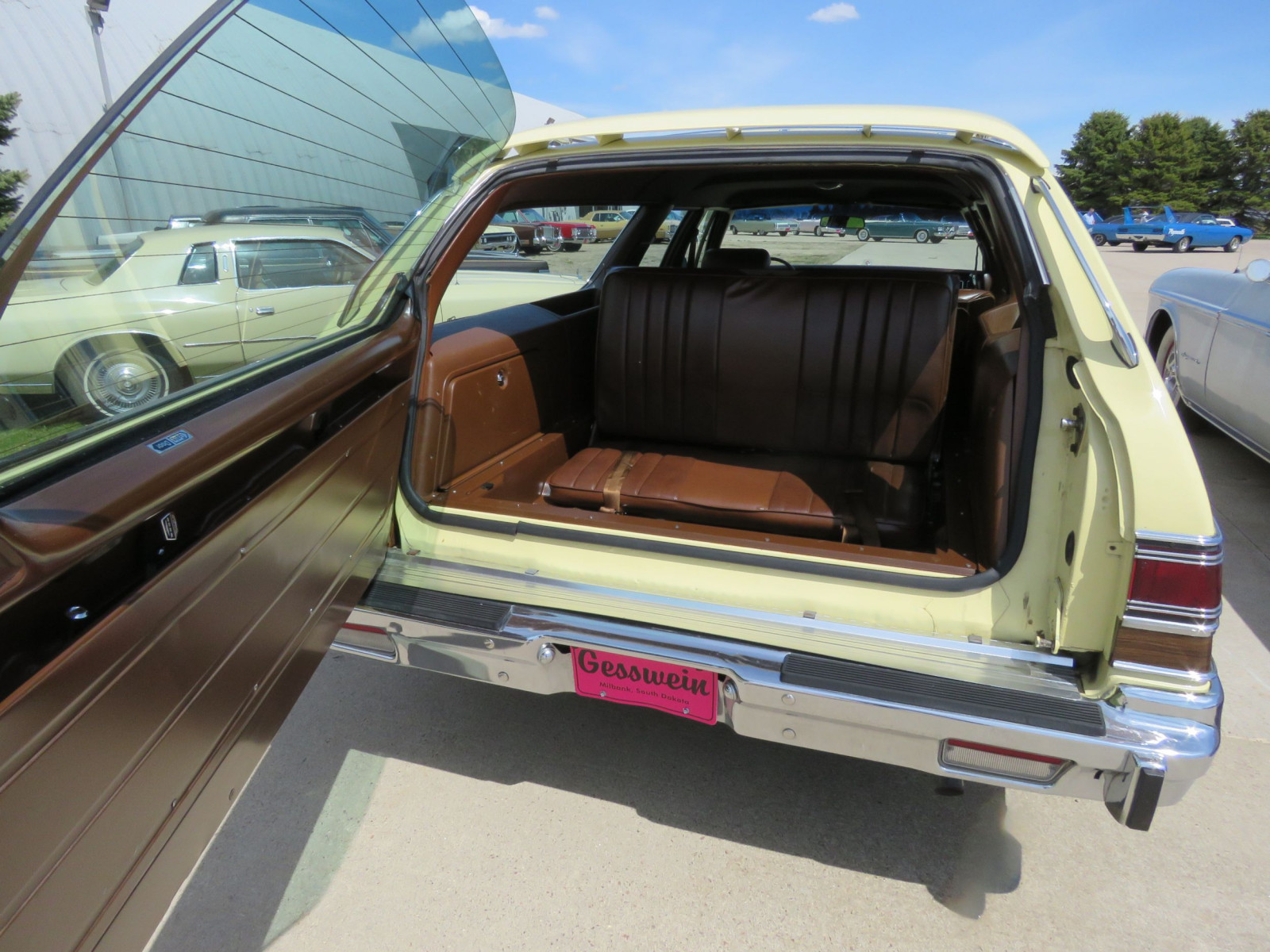 1977 Chrysler Town & Country Wagon - Image 10