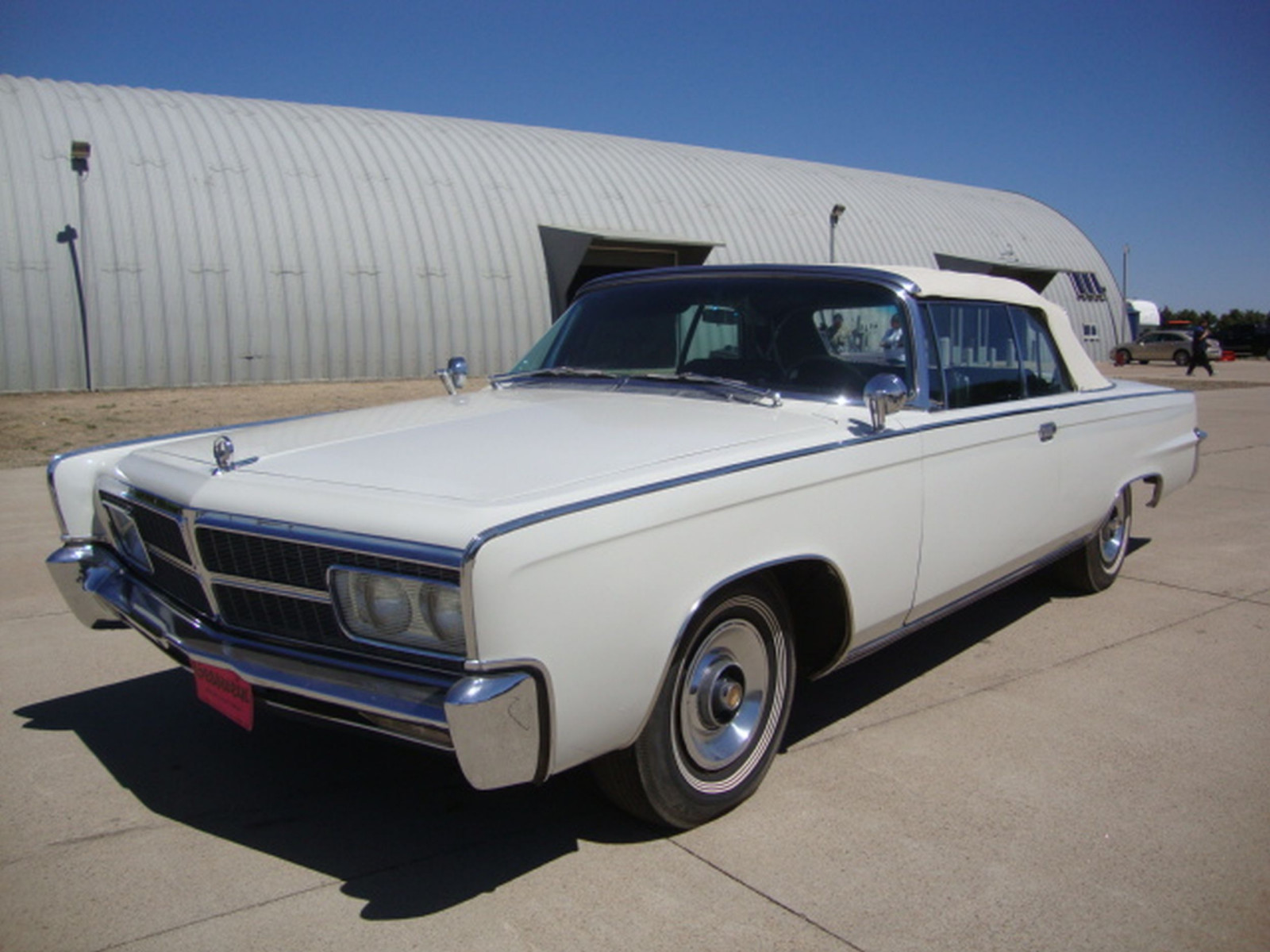 1965 Chrysler Imperial Crown Convertible - Image 13