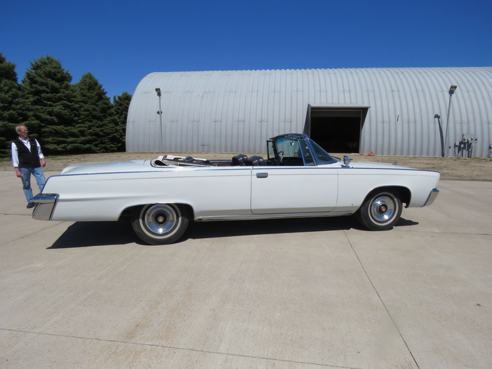 1965 Chrysler Imperial Crown Convertible - Image 9