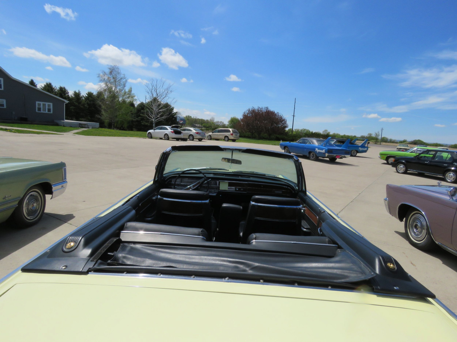 1966 Chrysler Imperial Crown Convertible - Image 7