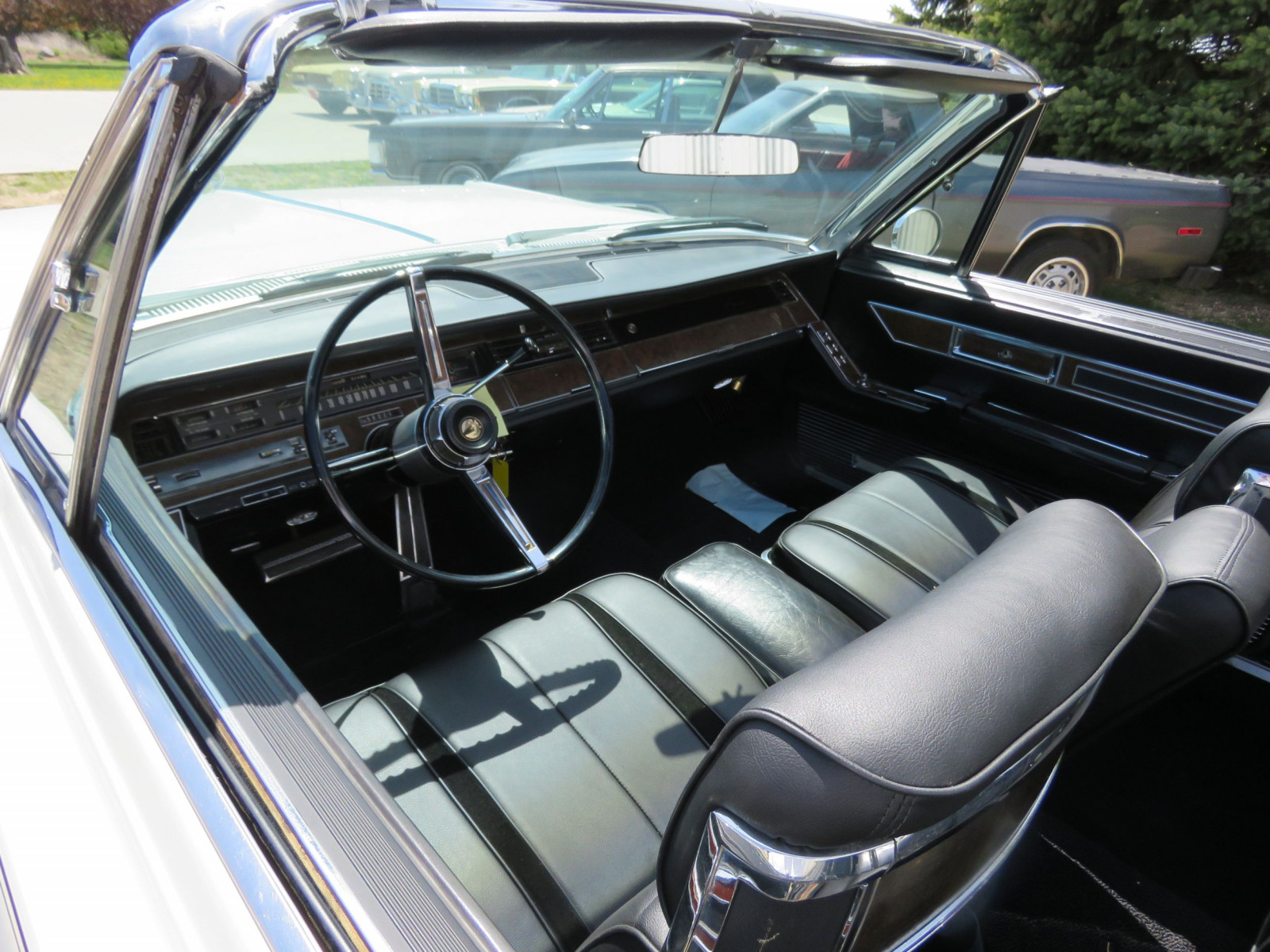 1967 Chrysler Imperial Convertible - Image 11