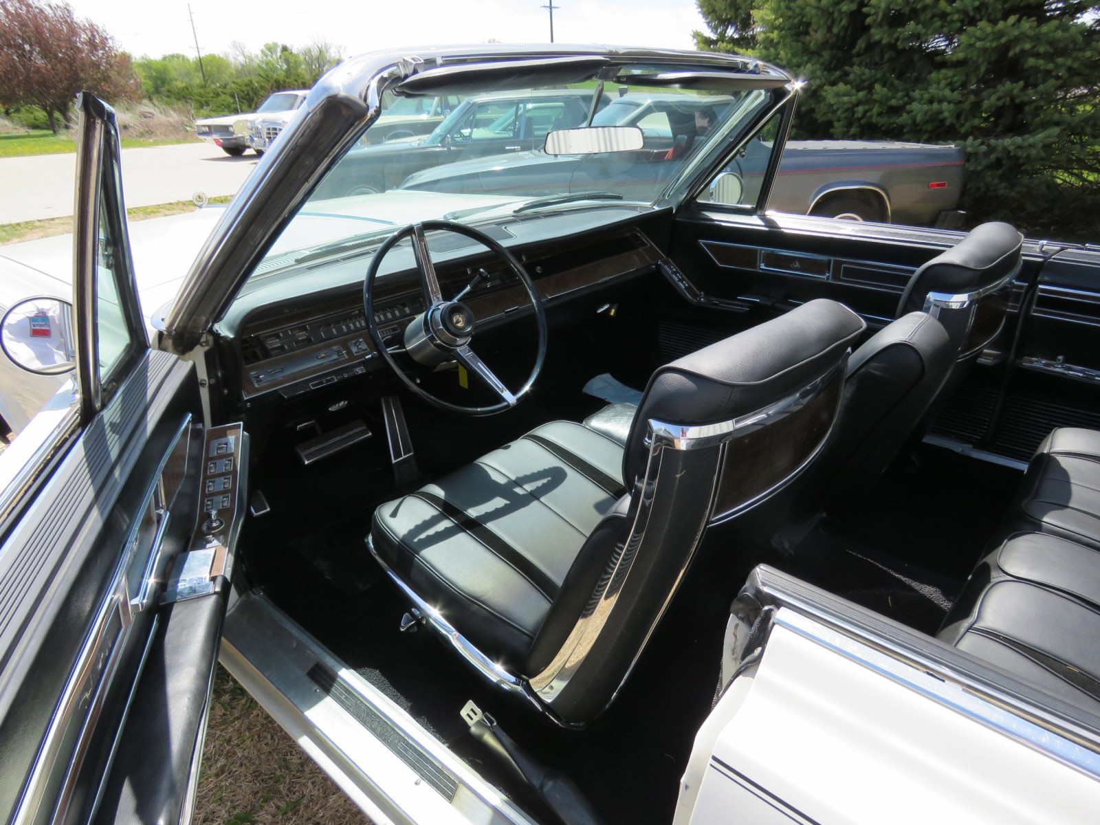 1967 Chrysler Imperial Convertible - Image 12