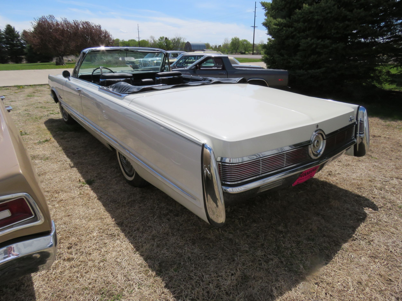 1967 Chrysler Imperial Convertible - Image 9