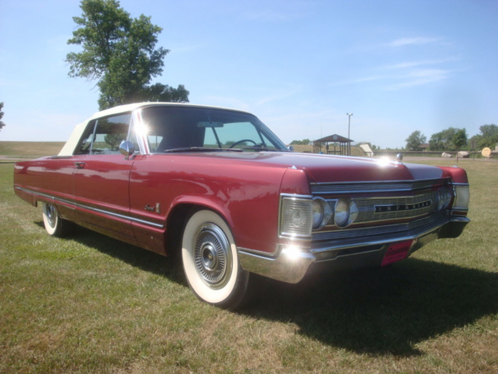 1967 Chrysler Imperial Convertible - Image 10
