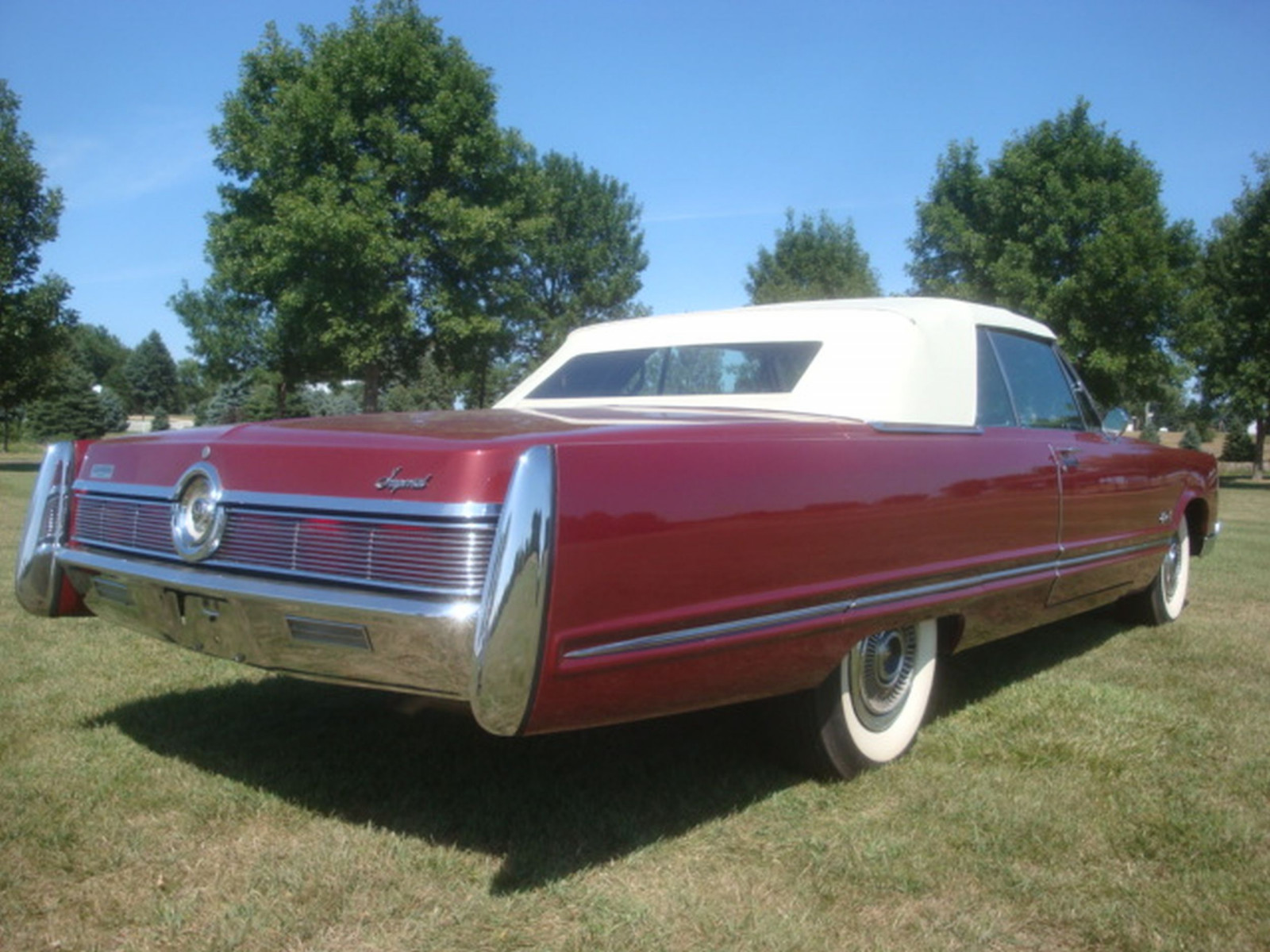 1967 Chrysler Imperial Convertible - Image 13