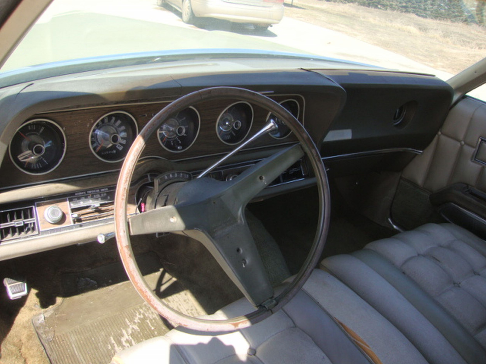 1971 Ford Thunderbird 4dr Sedan - Image 10