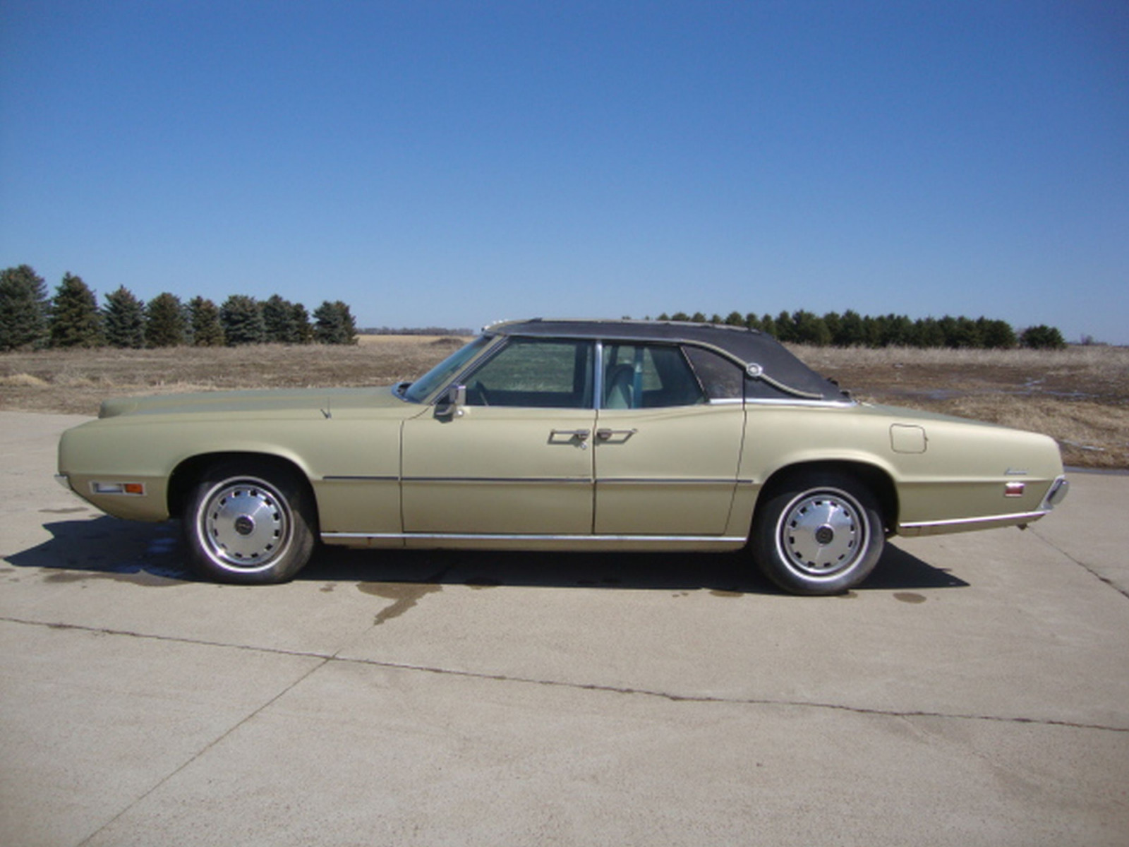 1971 Ford Thunderbird 4dr Sedan - Image 3