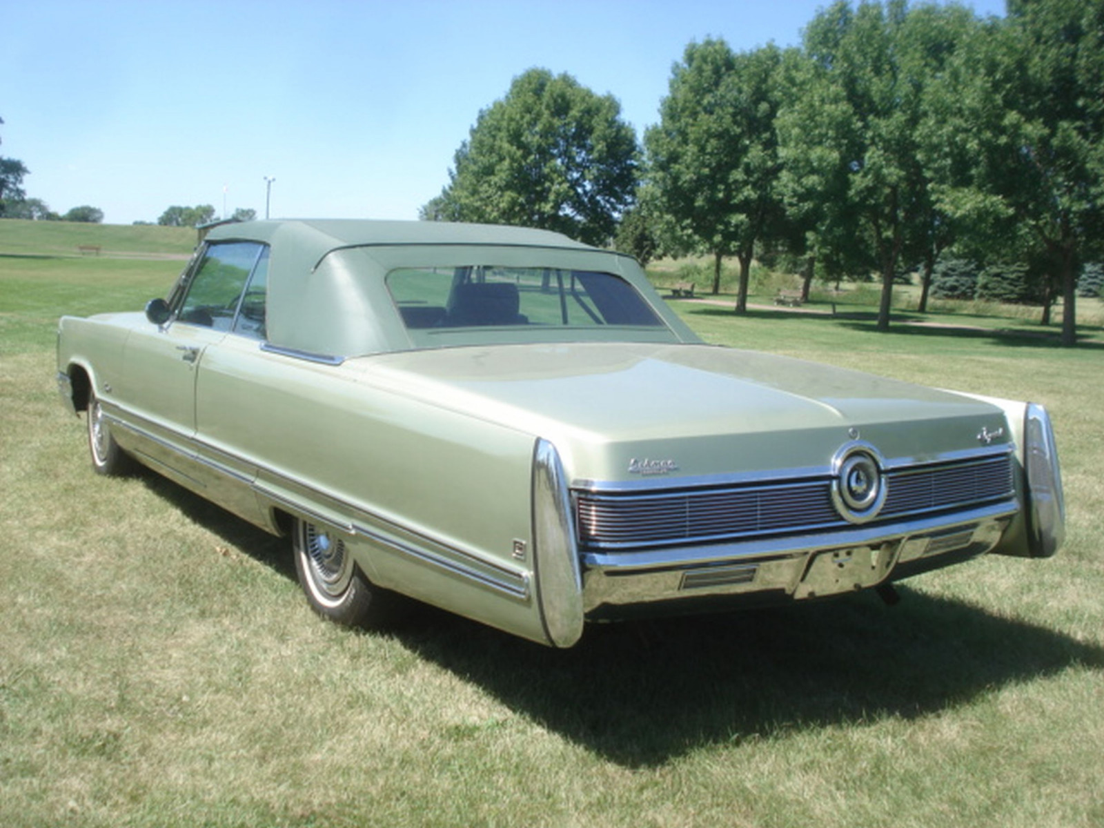 1968 Chrysler Imperial Crown Convertible - Image 10