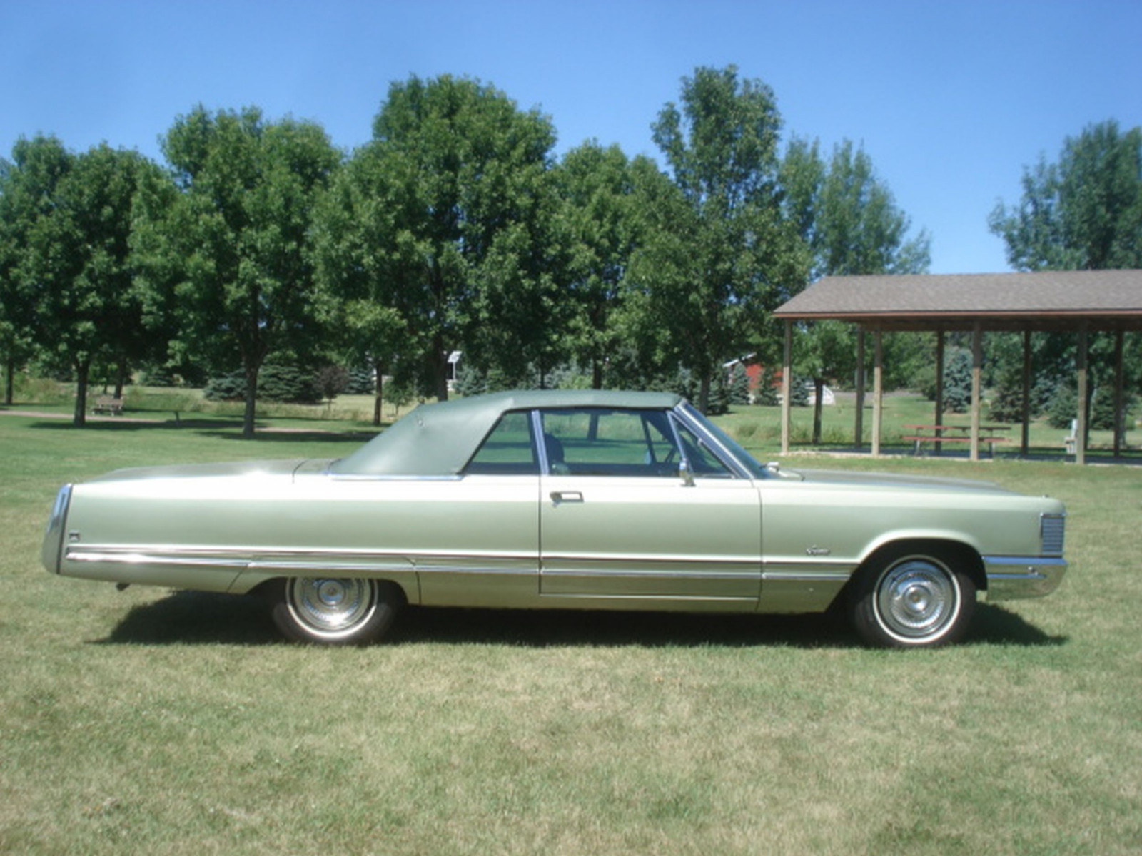 1968 Chrysler Imperial Crown Convertible - Image 12