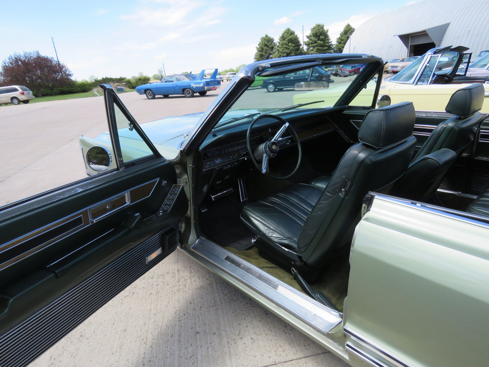 1968 Chrysler Imperial Crown Convertible - Image 16