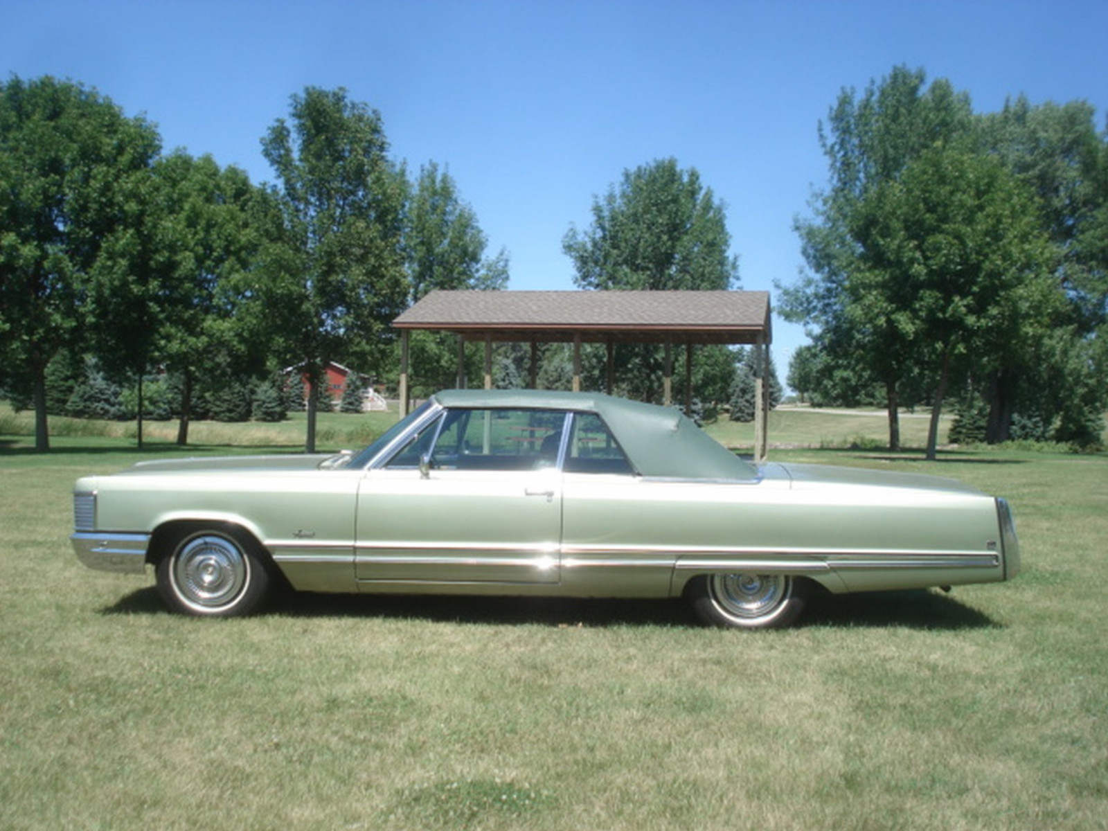 1968 Chrysler Imperial Crown Convertible - Image 9