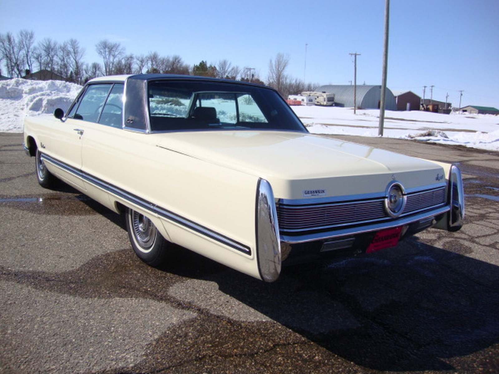 1967 Chrysler Imperial Crown Coupe - Image 4