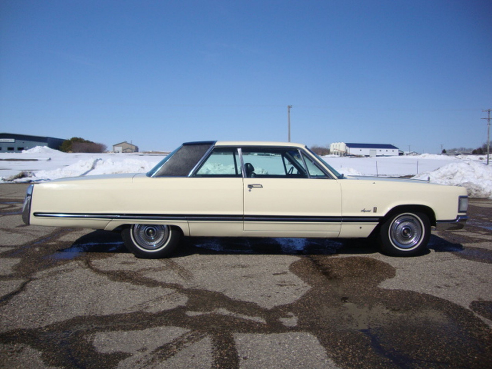 1967 Chrysler Imperial Crown Coupe - Image 6
