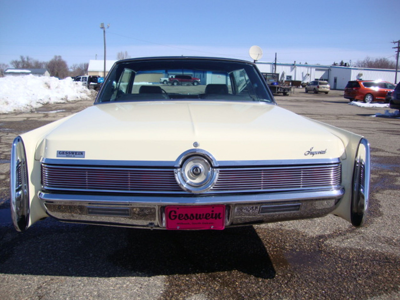 1967 Chrysler Imperial Crown Coupe - Image 9