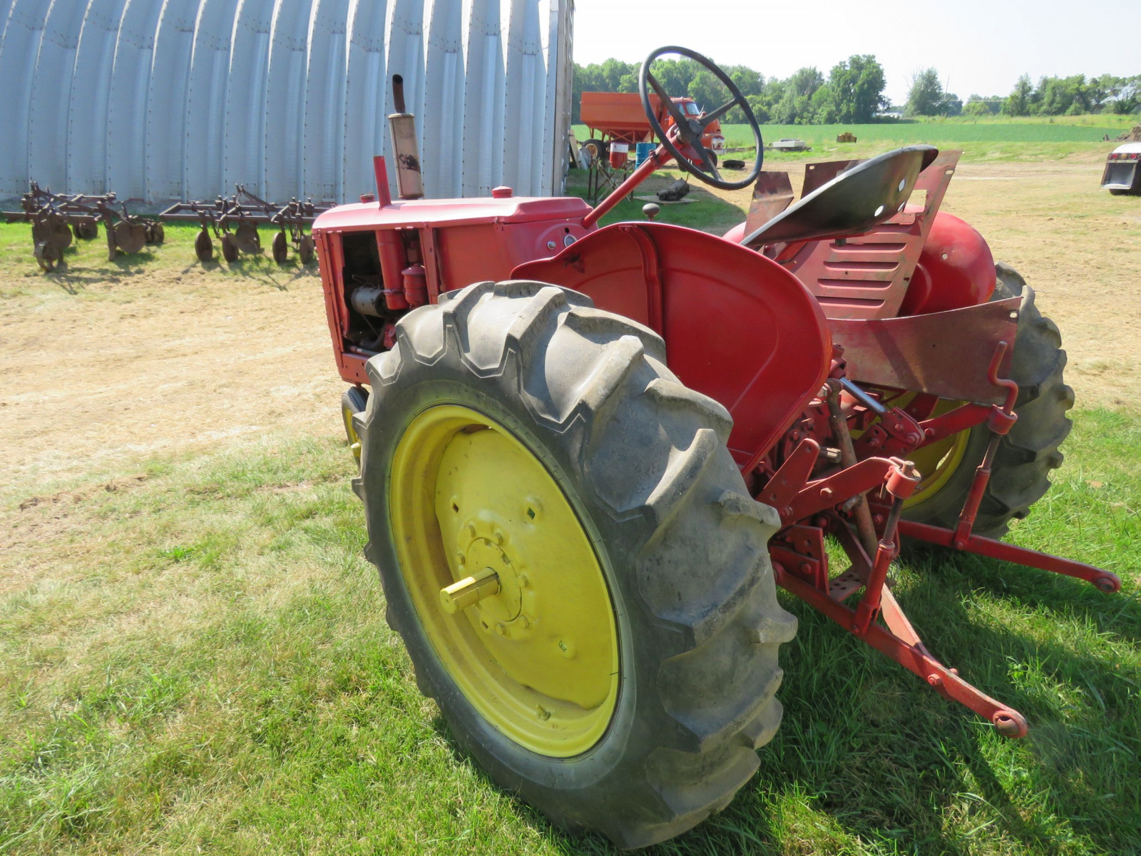 Massey Harris Row Crop 81 Tractor - Image 5
