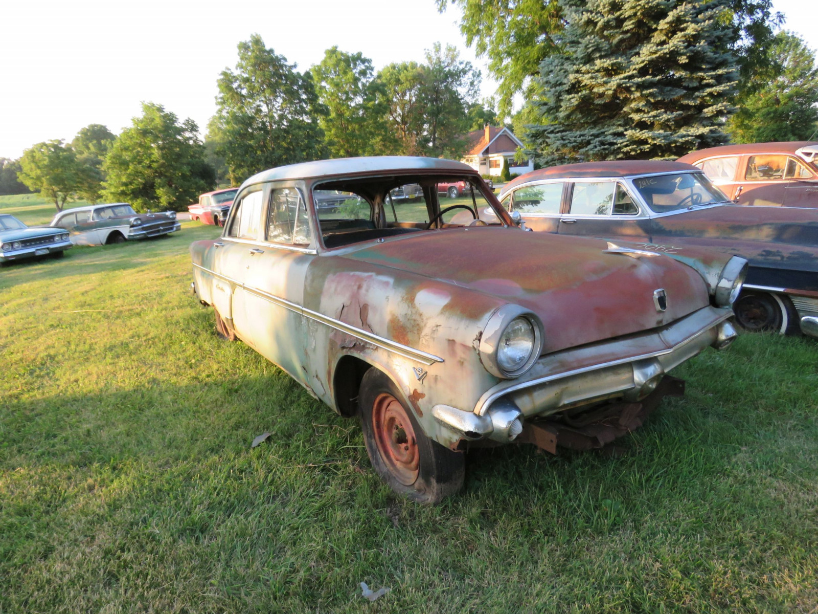 Ford Crestline 4dr Sedan for parts - Image 3