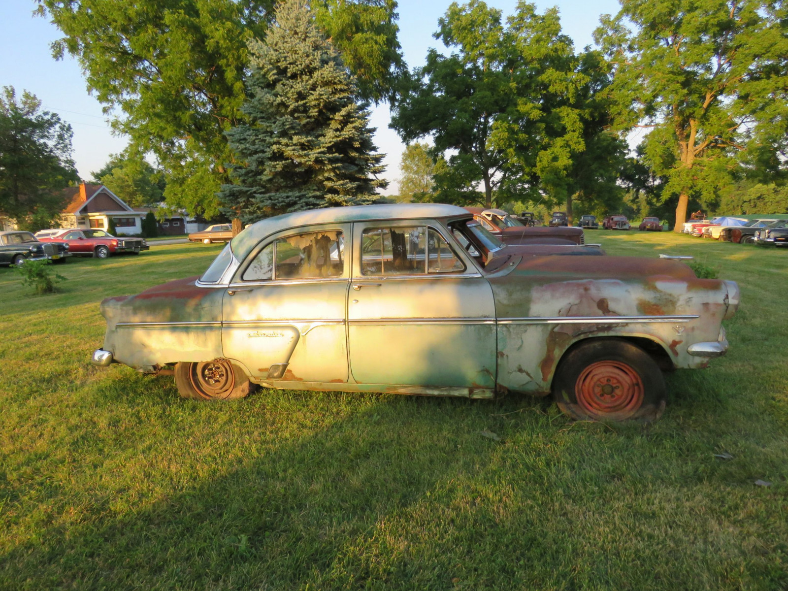Ford Crestline 4dr Sedan for parts - Image 4