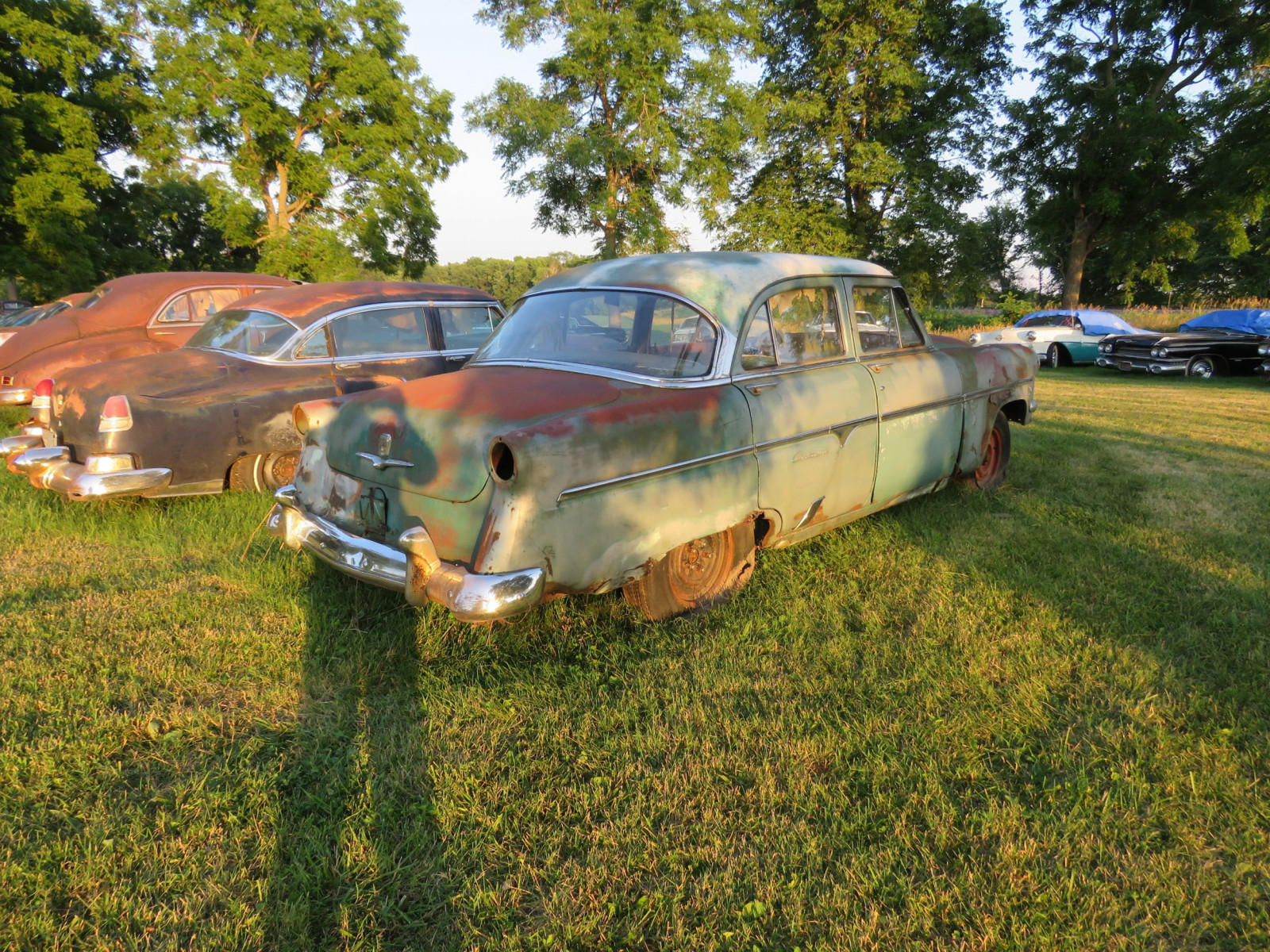 Ford Crestline 4dr Sedan for parts - Image 5
