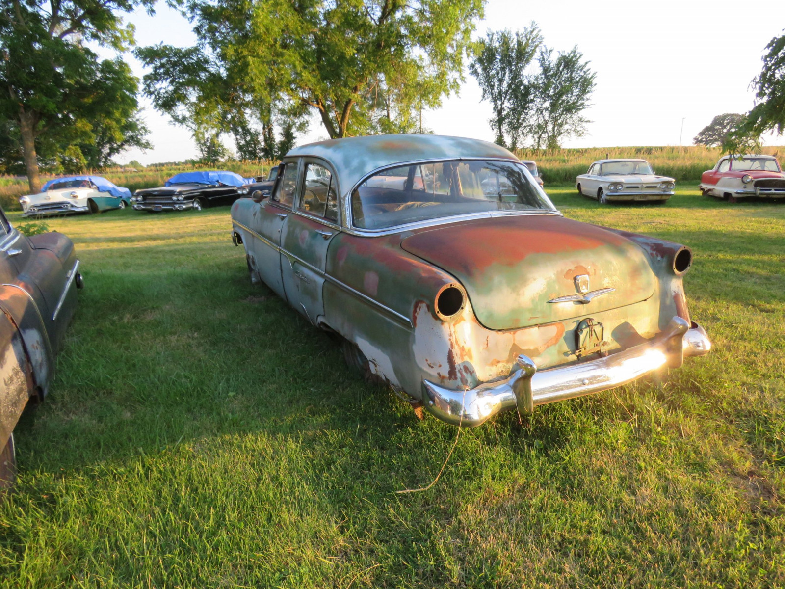 Ford Crestline 4dr Sedan for parts - Image 7